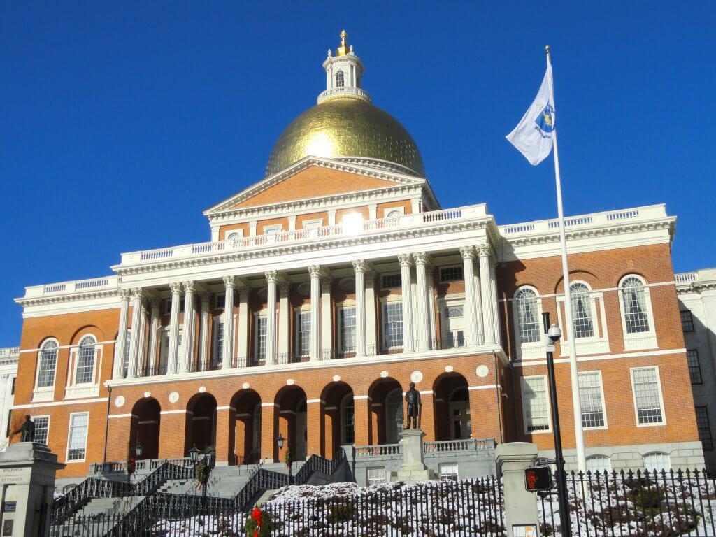 Massachusetts_State_House_-_Boston,_MA_-_DSC04664